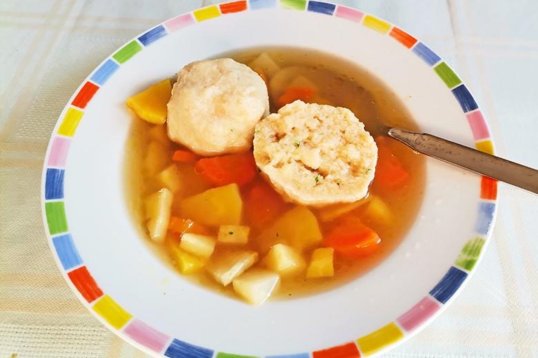 Semmelknödel als Suppeneinlage