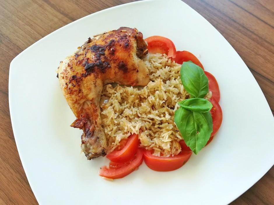Hühnerhaxerl auf Reis