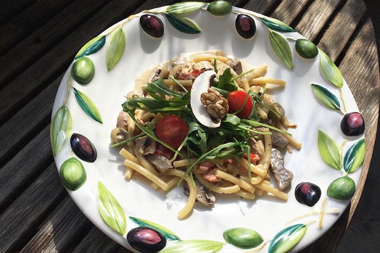 Maccheroni mit Filetstreifen und Champignons