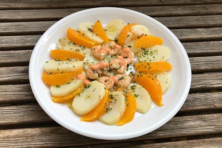 Erdäpfelsalat mit Orangen und Garnelenschwänze