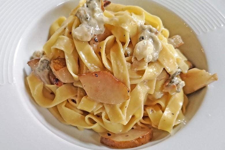 Pasta mit Balsamicobirne und Gorgonzola